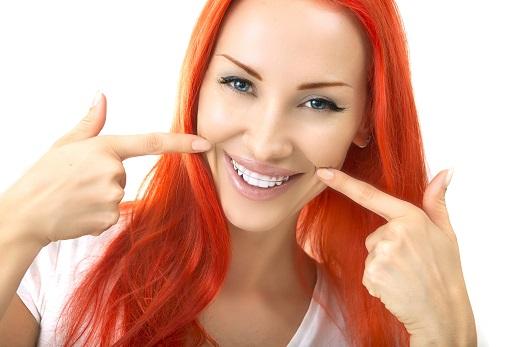 Передние зубы выпирают вперед: как исправить, фото